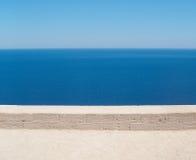 Horizonnen bovenop horizonnen Hierboven overziend het overzees van stock foto's