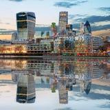 Horizons de Londres au crépuscule Angleterre R-U Photographie stock libre de droits