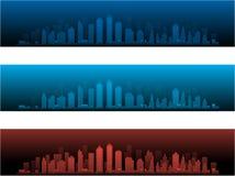 Horizons de ville dans deux versions et couchers du soleil de nuit Image stock