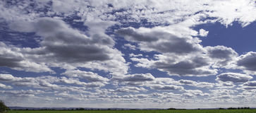 Horizont和蓝天 免版税库存照片