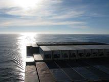 Horizont des Pazifischen Ozeans von der Brücke eines Containerschiffs lizenzfreie stockfotos