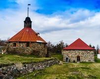 Horizontaal levendig middeleeuws torenkasteel met vlag Stock Afbeeldingen