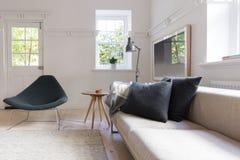 Horizontaal van luxe neutrale binnenlandse woonkamer Royalty-vrije Stock Foto's