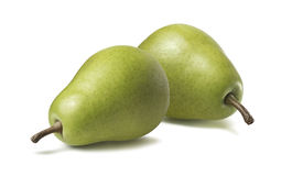 2 horizontais verdes inteiros das peras isolados no fundo branco Foto de Stock Royalty Free