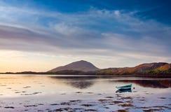 Horizontal étonnant de l'océan et des montagnes Photographie stock libre de droits