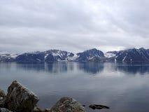 Horizontal arctique avec la mer Images stock