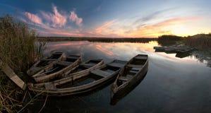 Horizontal avec des bateaux sur le fleuve Image libre de droits