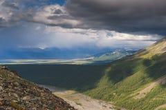 Horizontal avec des montagnes République l'Altay photos libres de droits