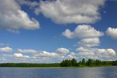 Horizontal avec des nuages Photos stock