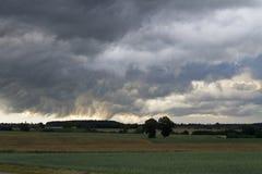 Horizontal avec des nuages de tempête Photo stock