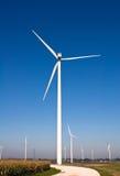 Horizontal avec des turbines de vent Photographie stock libre de droits