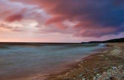 Horizontal avec le coucher du soleil de mer Images libres de droits
