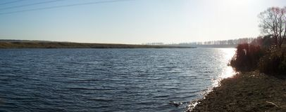 Horizontal avec le fleuve   Photos stock