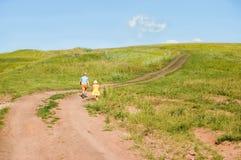 Horizontal avec les enfants courants Image libre de droits
