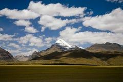 Horizontal avec les montagnes neigeuses Photographie stock
