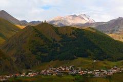 Horizontal avec les montagnes snow-covered Photo stock