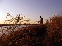 Horizontal avec un pêcheur de silhouette Photos libres de droits