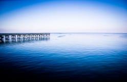 Horizontal bleu de mer de l'hiver photos stock