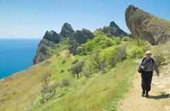 Horizontal côtier virginal avec le touriste seul photo libre de droits