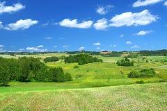 Horizontal d'été avec des cumulus photographie stock