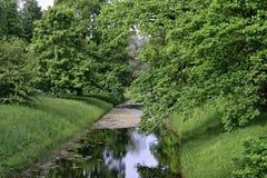 Horizontal d'été avec la forêt et le fleuve Photos stock