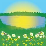 Horizontal d'été avec le lever de soleil, le lac et le pré Photo libre de droits