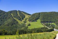 Horizontal d'?t? dans les montagnes La Slovaquie, région de Trencin, près de Klacno photo stock