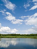 Horizontal de campagne de fleuve Photos libres de droits