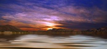 Horizontal de désert avec de l'eau Photographie stock libre de droits