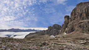 Horizontal de Dolomiti avec le regain de matin Photographie stock