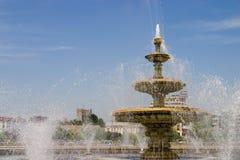 Horizontal de fontaine de ville Photographie stock libre de droits