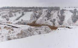 Horizontal de l'hiver avec l'érosion du sol images libres de droits