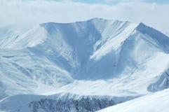 Horizontal de l'hiver avec la montagne Photographie stock libre de droits