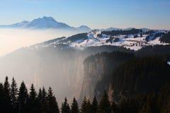 Horizontal de l'hiver dans les Alpes européens Image stock