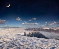 Horizontal de l'hiver dans les montagnes Photo stock