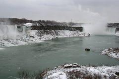 Horizontal de l'hiver des automnes photographie stock libre de droits