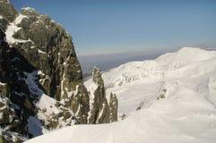 Horizontal de l'hiver en montagne de Retezat, Roumanie Photos libres de droits
