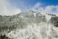 Horizontal de l'hiver en montagnes Image libre de droits