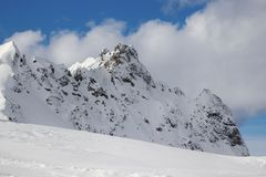 Horizontal de l'hiver Gamme de montagne d'Alpes image stock