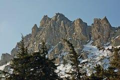 Horizontal de l'hiver soirée La grandeur et l'inaccessibilité des roches photos stock
