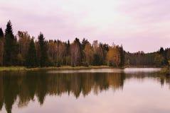 Horizontal de lac autumn photo stock