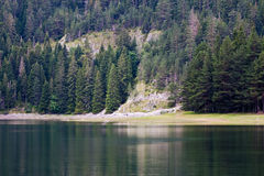 Horizontal de lac mountain Photographie stock libre de droits