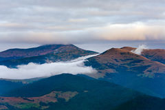 Horizontal de montagne de soirée d'automne image libre de droits