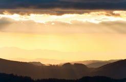Horizontal de montagne de soirée d'automne image stock