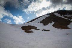 Horizontal de montagne de source Image libre de droits