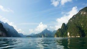 Horizontal de montagnes d'été de fond Photos stock