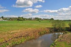 Horizontal de pays avec un fleuve Photographie stock libre de droits