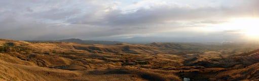 Horizontal de steppe sur un panorama de déclin Images stock