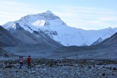 Horizontal de support Everst avec des voyageurs dans l'avant Photo libre de droits