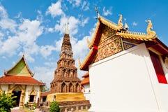 Horizontal de temple de Wat Phrathat Hariphunchai Photos stock